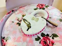 La cerradura está en la caja de la flor fotografía de archivo libre de regalías