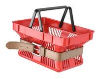 La cesta de compras con tensa la correa Foto de archivo