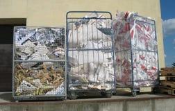 La cesta de papel usado fotos de archivo libres de regalías