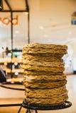 La cesta del pan arregló coincidir en la tienda de la panadería Imagenes de archivo