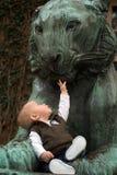 La chéri et le lion images libres de droits