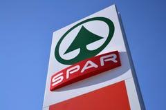 La chaîne de magasins de vente au détail multinationale néerlandaise et la concession Spar le logo dans le magasin le 28 mars 201 Photos stock