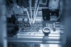 La chaîne de montage automatique de carte de l'électronique photo stock