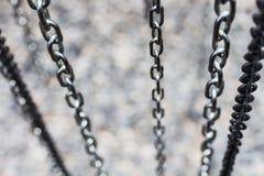 La chaîne en métal s'effacent du regard supérieur profondément avec l'espace de copie image stock