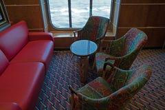La chaise sur le salon d'un bateau de croisière image stock
