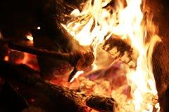 La chaleur brûlante de feu de bois images libres de droits
