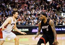 La chaleur de Miami contre des rapaces de Toronto Images stock