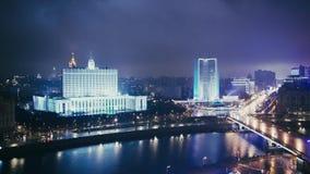 La Chambre du gouvernement de la Fédération de Russie, nuit Arbat, Moscou banque de vidéos