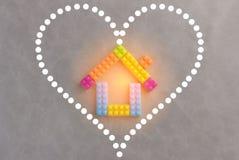 La Chambre et le concept d'amour avec des blocs de plastique jouent Image stock