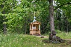 La chapelle du sketch de Gethsemane a confortablement arrangé dans la forêt images stock