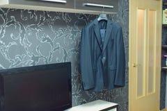 La chaqueta y el lazo del novio Imágenes de archivo libres de regalías