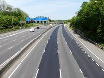 La chaussée dans le sens contraire des aiguilles d'une montre d'autoroute orbitale de M25 Londres s'est fermée à la jonction 18 d image stock
