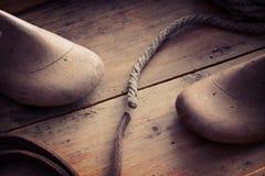 La chaussure en bois antique forme le concept Images stock