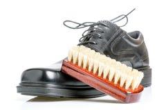La chaussure et la brosse des hommes de couleur classiques Image libre de droits