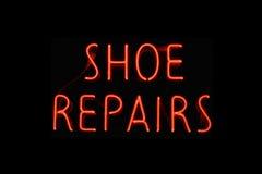 La chaussure répare le signe au néon Photo stock