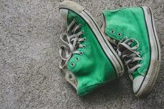 La chaussure verte, espadrilles avec le filtre effectuent le rétro style de vintage Photos libres de droits