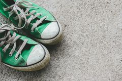 La chaussure verte, espadrilles avec le filtre effectuent le rétro style de vintage Photographie stock
