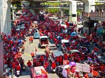 La chemise rouge s'ameute Bangkok Photos libres de droits