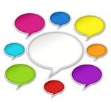 La chiacchierata variopinta bolle conversazione su fondo bianco illustrazione di stock