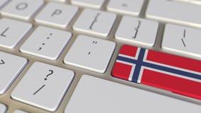 La chiave con la bandiera della Norvegia sulla tastiera di computer commuta alla chiave con la bandiera della Francia, della trad archivi video