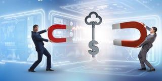 La chiave di cattura del dollaro dell'uomo d'affari con il magnete a ferro di cavallo Immagini Stock Libere da Diritti