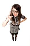 La chica joven con los vidrios muestra un dedo para arriba Fotografía de archivo