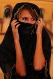 La chica joven dio vuelta en un handkerchi Foto de archivo