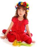 La chica joven en una alineada roja Fotos de archivo libres de regalías