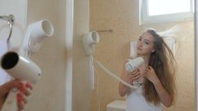 Mujer Desnuda Que Usa La Toalla Almacen De Video Vídeo De Higiene