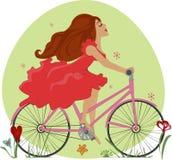 La chica joven hermosa monta una bicicleta Fotografía de archivo libre de regalías