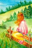 La chica joven hermosa se sienta en la cerca y las miradas en el paisaje y las montañas rurales, campos, bosques ilustración del vector