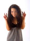 La chica joven muestra los dedos Fotografía de archivo
