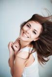 La chica joven ríe feliz Imagen de archivo