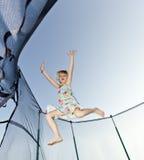 La chica joven salta Imagen de archivo libre de regalías