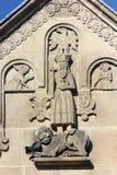 la chiesa cattolica dettaglia gli ornamenti ed il tetto fotografia stock
