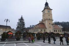 La chiesa dal quadrato del Consiglio nella città di Brasov Fotografia Stock Libera da Diritti