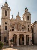 La chiesa del primo miracolo di Gesù Coppie da ogni parte del mondo Immagine Stock