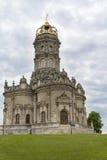 La chiesa dell'ascensione in proprietà terriera dubrovitsy fotografia stock