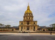 La chiesa della cupola della tomba di Les Invalides e di Napoleon's a Parigi Francia Aprile 2019 fotografia stock libera da diritti