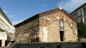 La chiesa della st Petka dei sellai Chiesa della st Petka Samardzhiyska sul quadrato di indipendenza, Sofia, Bulgaria stock footage