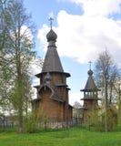 La chiesa di legno di basilico le grande nel villaggio di Zvenchatk immagini stock libere da diritti