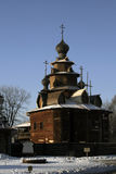 La chiesa di legno fuori dalla Russia Fotografia Stock