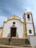 La chiesa di Nossa Senhora da Conceicao a Vila fa Bispo Immagini Stock