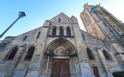 La chiesa di Saint Laurent del sur Oise, Francia di Beaumont fotografia stock libera da diritti