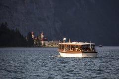 La chiesa di St Bartholomew nel lago Koenigssee vicino a Berchtesgaden, Immagini Stock