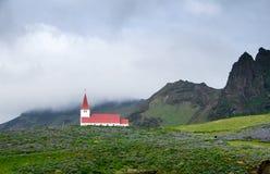 La chiesa di Vik in Islanda Fotografia Stock Libera da Diritti