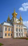 La chiesa nel parco reale in Peterhof Immagine Stock