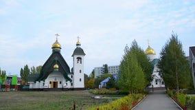 La chiesa ortodossa nel centro urbano archivi video