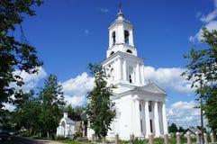 La chiesa ortodossa nella città provinciale Fotografie Stock