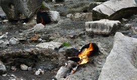 La chimère, les roches brûlantes sont ot remarquable de tache la traînée de la manière de Lycian près de Cirali, Antaly image stock